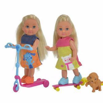 Кукольный набор Эви Веселые развлечения с собачкой; самокатом и скейтом; 2 вида Simba (5732295)